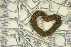 As moedas antigas velhas de Tailândia colocam como o coração na conta Fotos de Stock Royalty Free