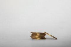 As moedas empilham no fundo branco Fotos de Stock