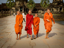 As monges riem de Angkor Wat Imagens de Stock