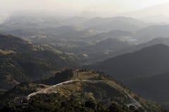 As montanhas ajardinam e estrada imagens de stock royalty free