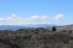 As montanhas aproximam o montículo, Montana imagem de stock