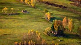 As montanhas Carpathian selvagens de Romênia no tempo do outono ajardinam Imagem de Stock