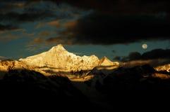 As montanhas da neve Fotografia de Stock Royalty Free