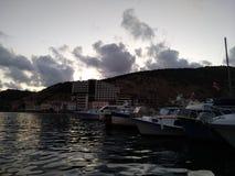 As montanhas do mar do céu do por do sol do sol do passa-montanhas de Criaem nublam-se a beleza bonita da viagem da recreação imagens de stock