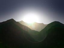 As montanhas expõem-se ao sol e constelações Fotografia de Stock