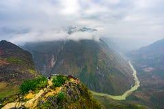 As montanhas majestosas da natureza ajardinam em Ha Giang, Vietname Fotografia de Stock