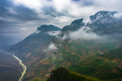 As montanhas majestosas da natureza ajardinam em Ha Giang, Vietname Foto de Stock Royalty Free