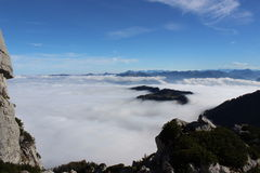 As montanhas nas nuvens Fotos de Stock