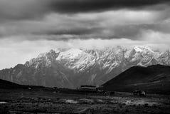 As montanhas neve-tampadas no platô Fotografia de Stock Royalty Free