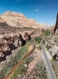 As montanhas, o rio e a estrada de Zion National Park, antena de Utá vie Imagem de Stock