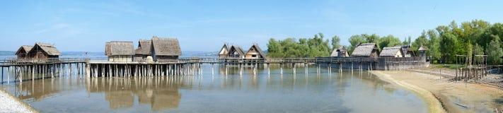 As moradias de pilha no lago Constance em Unteruhldingen Foto de Stock