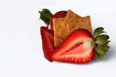 As morangos com açúcar diluem isolado Imagens de Stock