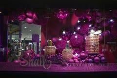 As mostras do Natal na casa de Fraser são um grupo britânico do armazém com sobre as 60 lojas através de Reino Unido e de Irlanda Imagem de Stock