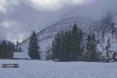 As mudanças repentinas no tempo nas montanhas e nos ventos são a norma imagem de stock