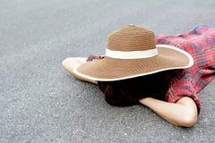 As mulheres asiáticas felizes com o nat na natureza, relaxam o tempo no feriado Fotos de Stock