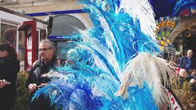As mulheres bonitas dançam no carnaval vídeos de arquivo