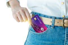 As mulheres colhem acima do cartão de crédito realístico Foto de Stock