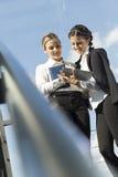 As mulheres de negócio… e seu dedo estão acima Imagens de Stock Royalty Free