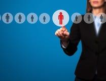 As mulheres de negócios entregam o empregado novo seleto da relação eletrônica foto de stock
