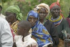 As mulheres do Kenyan estão na linha para obter o controle de saúde para HIV/AIDS em Pepo La Tumaini Jangwani, reabilitação P da  imagens de stock royalty free