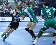 "AS MULHERES EHF do HANDBALL PATROCINAM o †FINAL ""GYORI AUDI ETO KC da LIGA contra CSM BUCURESTI Fotos de Stock"