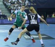 "AS MULHERES EHF do HANDBALL PATROCINAM o †FINAL ""GYORI AUDI ETO KC da LIGA contra CSM BUCURESTI Foto de Stock"