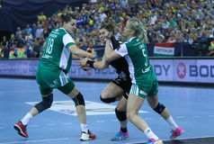 "AS MULHERES EHF do HANDBALL PATROCINAM o †FINAL ""GYORI AUDI ETO KC da LIGA contra CSM BUCURESTI Fotos de Stock"