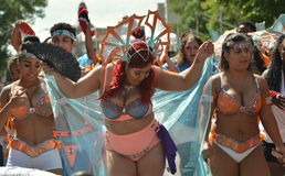 As mulheres executam no festival do Cariwest de Edmonton Imagens de Stock Royalty Free