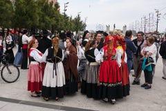 As mulheres/meninas que vestem o português tradicional vestem-se, festival popular em Portugal imagem de stock