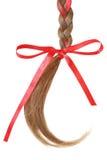 As mulheres trançam decorado com uma curva vermelha isolada no branco. Imagem de Stock Royalty Free