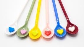 As multi colheres da cor com forma pequena do coração espumam Fotos de Stock Royalty Free