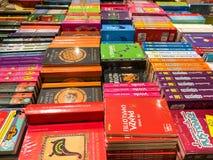 As novelas famosas as mais atrasadas para a venda em livrarias da biblioteca foto de stock royalty free