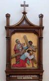 as ?ns estações da cruz, Jesus caem a primeira vez Fotografia de Stock