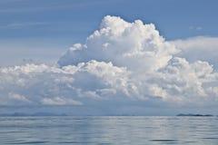 As nuvens aproximam o Koh Phangan Fotografia de Stock
