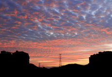 As nuvens dos carmesins no nascer do sol Imagens de Stock Royalty Free