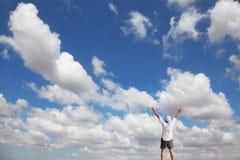 As nuvens em um céu azul Fotografia de Stock