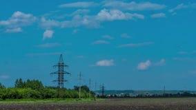 As nuvens no céu, campo rural araram o vento do sol das nuvens da agricultura da árvore da natureza do período de tempo do poder  video estoque