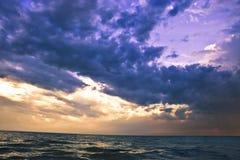 As nuvens sobre vêem Imagens de Stock