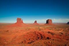 As obra-primas majestosas do arenito no vale do monumento do ` s da nação do Navajo estacionam Foto de Stock Royalty Free