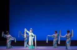 """As ondas água do ato das fadas- da sexta transbordam o  branco de Opera""""Madame Snake†do monte-Kunqu dourado Fotografia de Stock Royalty Free"""