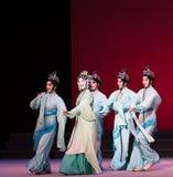 """As ondas água do ato das fadas- da sexta transbordam o  branco de Opera""""Madame Snake†do monte-Kunqu dourado Imagens de Stock Royalty Free"""