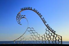 As ondas dão forma à costa Imagens de Stock Royalty Free