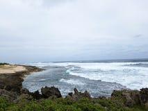 As ondas quebram e deixam de funcionar para a angra de Kaneakua Imagens de Stock