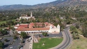 As opiniões aéreas de Santa Barbara Mission vídeos de arquivo
