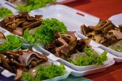 As orelhas grelhadas do ` s da carne de porco podem ser fritadas, cozinhado, ou assado No mercado Fotos de Stock