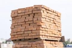 As páletes são geralmente tijolo vermelho Imagem de Stock