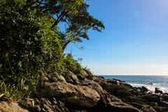 As paisagens bonitas podem ser encontradas em Maresias, Brasil imagem de stock