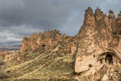 As paisagens surpreendentes com rochas e rochas em Cappadocia, Turquia, são amadas e visitadas por turistas do mundo inteiro imagem de stock