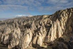 As paisagens surpreendentes com rochas e rochas em Cappadocia, Turquia, são amadas e visitadas por turistas do mundo inteiro Imagens de Stock