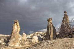 As paisagens surpreendentes com rochas e rochas em Cappadocia, Turquia, são amadas e visitadas por turistas do mundo inteiro Fotografia de Stock